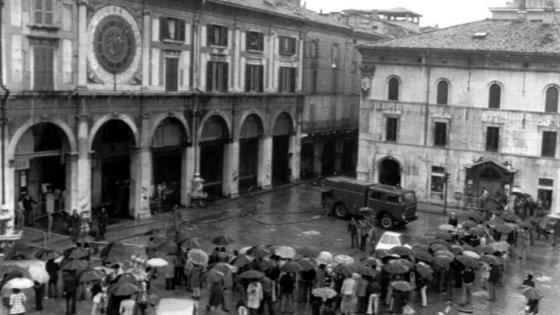 """Brescia, 42 anni fa la strage di piazza della Loggia. Mattarella: """"La giustizia completi il suo corso"""""""