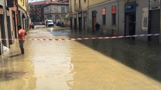 Esplode una tubatura allagato il quartiere Adriano a Milano