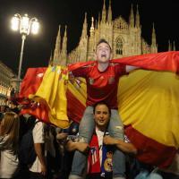 Champions, la festa dei tifosi del Real in piazza Duomo