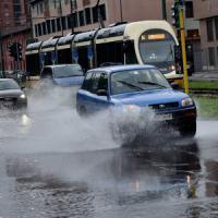Maltempo, nubifragio si abbatte su Milano: esonda il Lambro, evacuata una