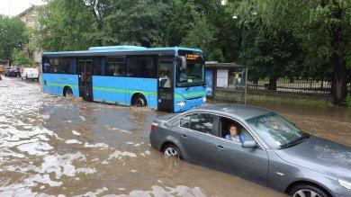 Nubifragio su Milano: evacuata una scuola parco Lambro allagato e guasti in metrò   ft