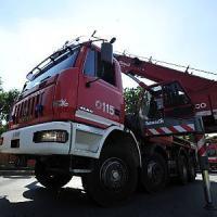 Pavia, assicuratore cade dal tetto e muore: stava verificando i danni da
