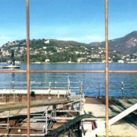Lago di Como, il lungo calvario dei Mose in miniatura: costi lievitati, da 8 anni c'è solo il cantiere