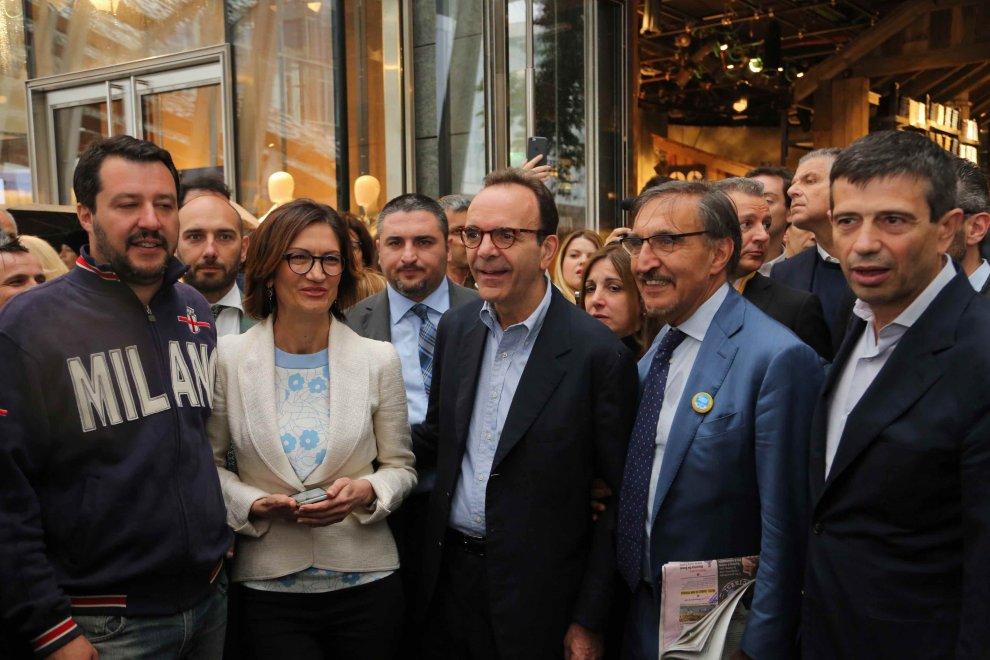 Elezioni Milano, Parisi chiude con un aperitivo in un negozio