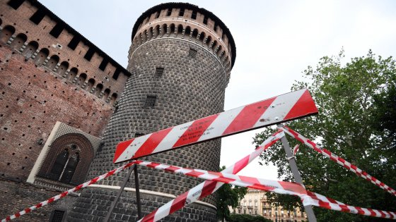 Milano piovono tegole dal castello subito i lavori per for Subito milano