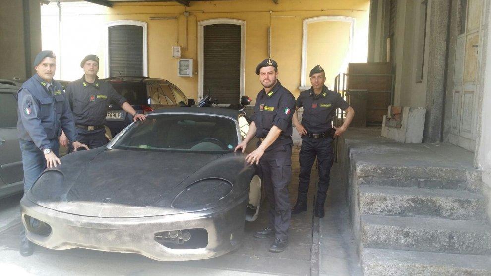 Como, sequestrata Ferrari taroccata: sotto sotto è una Toyota