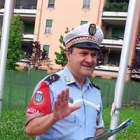 Monza, vigile paga la multa che aveva dovuto dare a un'anziana a spasso con il cane senza guinzaglio