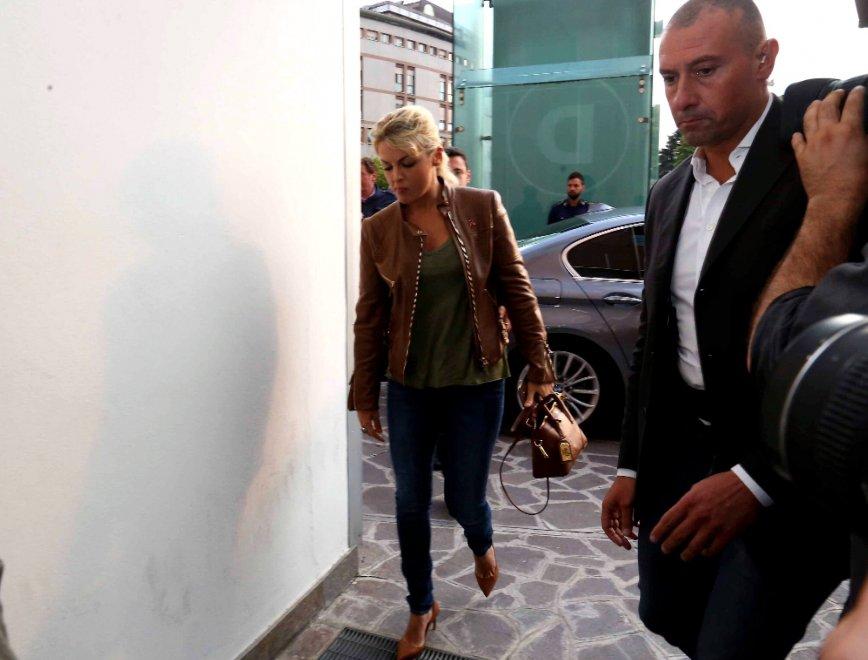 Berlusconi ricoverato, in ospedale Confalonieri e le figlie. Arriva anche la Pascale