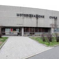 Milano, il direttore va in pensione e la motorizzazione va nel caos: rinviati 1000 esami guida