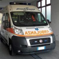 Milano, 36enne precipita dal balcone: senza chiavi vuole entrare dalla finestra, grave