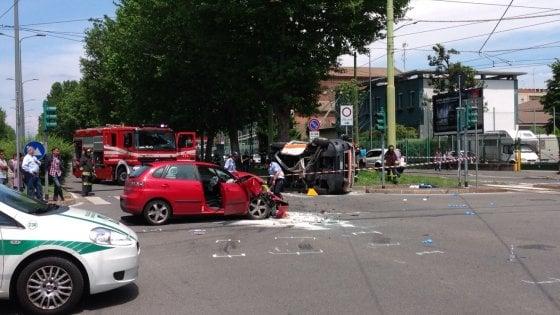 """Milano, un morto nell'incidente in viale Rodi, zona Fulvio Testi"""""""
