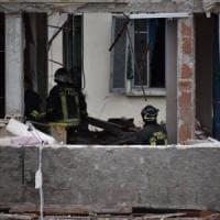 Fuga di gas a Milano, tre morti e nove feriti: gravi due bambine di 7 e di 11 anni