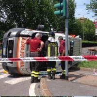 Milano, scontro tra un'ambulanza e un'auto in zona Fulvio Testi: un morto e 5 feriti