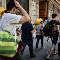 Esplosione Milano, in procura un pool di esperti: nel quartiere candele e fondi per le vittime