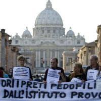 Pedofilia, prete arrestato nel Bresciano per abusi su un minore: la diocesi lo sospende
