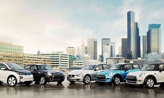 Car sharing a Milano, da settembre arrivano le Mini della Bmw: 400 auto, anche elettriche