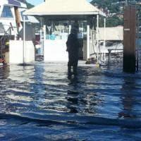 Maltempo in Lombardia, esonda il lago di Como. Voragine nel Bergamasco