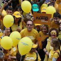 Elezioni Milano, Parisi il candidato in giallo: flash mob per l'appello al voto
