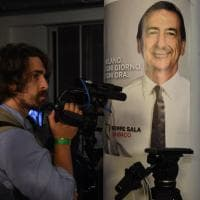 Ballottaggio Milano, applausi per Sala nel quartier generale dopo i primi exit poll