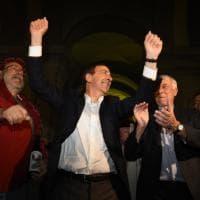 Sala sindaco entra a Palazzo Marino: l'abbraccio di centinaia di milanesi