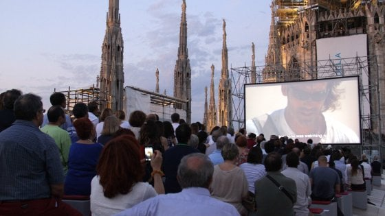 Milano, austerity in Duomo: la crisi cancella gli spettacoli sul tetto