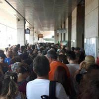 Christo a Sulzano, il paese scoppia: odissea in stazione a Brescia, pontili chiusi di notte