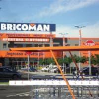 Brianza, far west nel centro commerciale: conflitto a fuoco tra rapintatori e vigilante