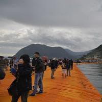 Allarme maltempo sul Lago d'Iseo: le passerelle di Christo di nuovo a rischio