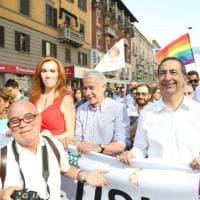 Due sindaci per il Gay Pride, a Milano Sala e Pisapia guidano il corteo