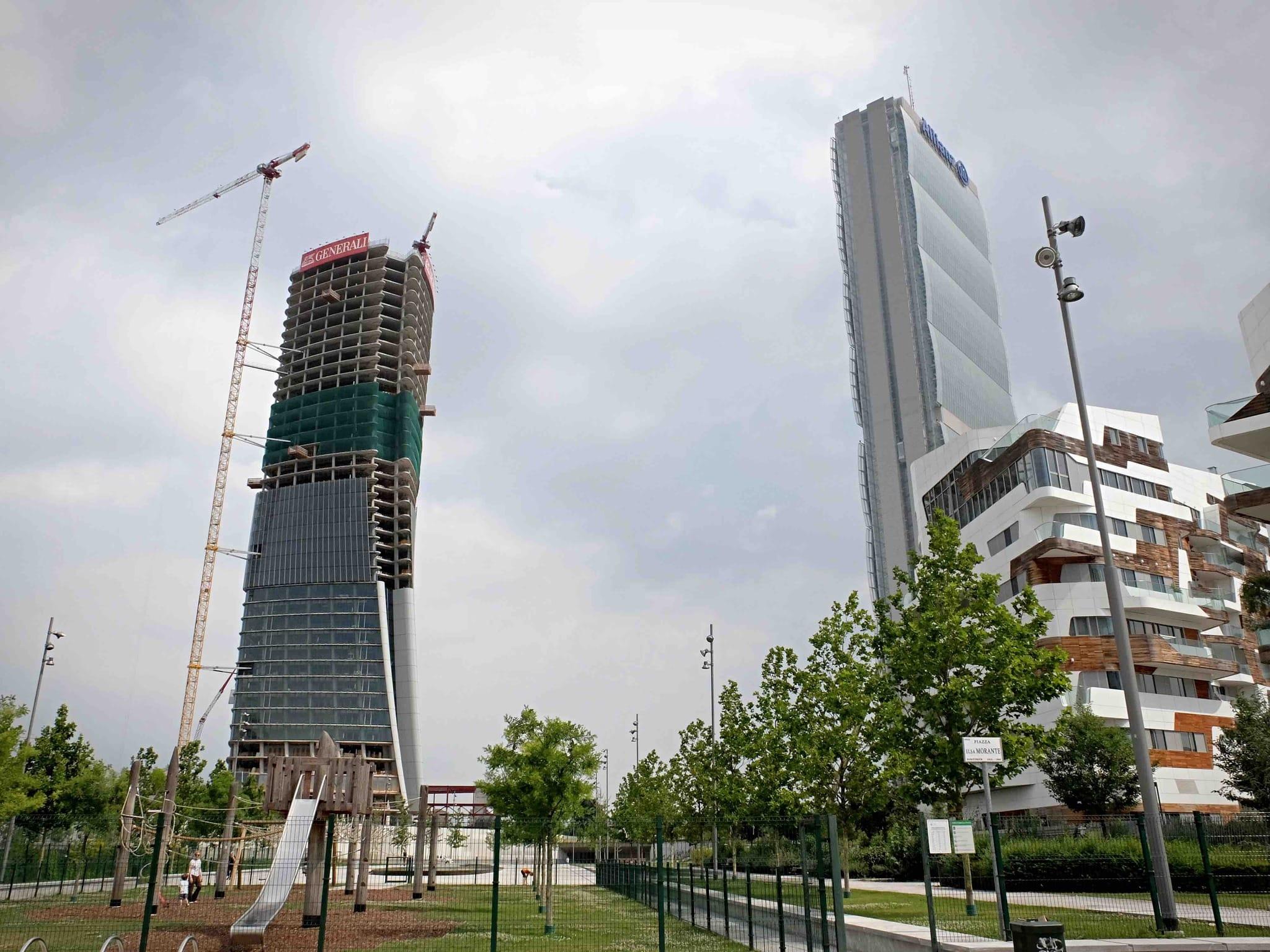 Milano: l'ex Curvo di Citylife inizia la scalata, nasce il terzo grattacielo da archistar