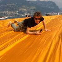The Floating Piers, red carpet sulla passerella di Christo con Jude Law