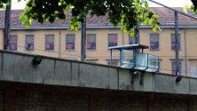Violenza contro le donne sulle sbarre i fazzoletti rossi dei detenuti