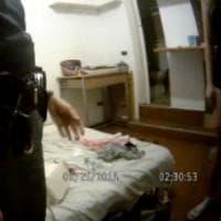 Molesta vicina di pianerottolo a Milano, arrestato e rilasciato. Il giudice: