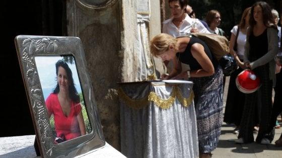 """Palazzina esplosa, Milano in lutto per i funerali di Micaela Masella. La madre: """"Rimpianta da tutti"""""""