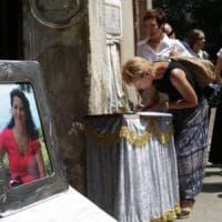 Palazzina esplosa, Milano in lutto per i funerali di Micaela Masella. La madre: ...
