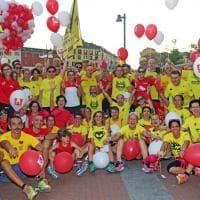 Milano, la Darsena si riempie di palloncini rossi per i 10 anni di casa Vidas
