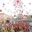 Foto  La Darsena si riempie  di palloncini rossi  per i 10 anni di casa Vidas