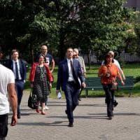 Milano, debutta la giunta Sala: la prima è in periferia, contestazioni antisgomberi
