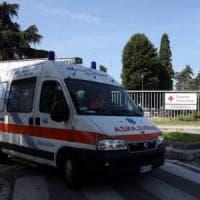 Milano, brucia i cassonetti in un parchetto con gli amici: 14enne gravemente
