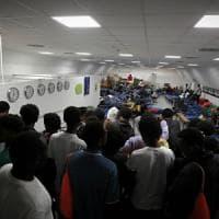 Profughi, a Milano torna l'emergenza: nei centri è tutto esaurito, si cercano nuovi letti