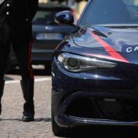 Varese, investe due minori e fugge: 51enne denunciato. I carabinieri: