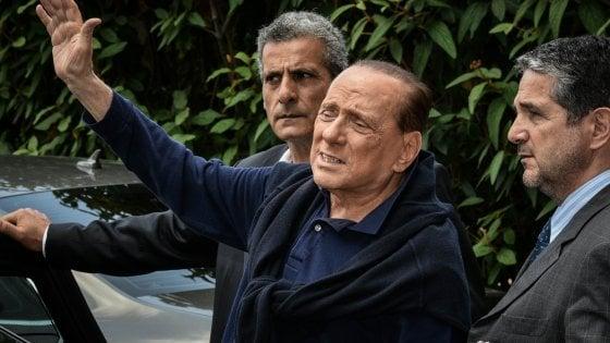 """Berlusconi dimesso dopo l'intervento: """"Prova molto dolorosa, spero di essere ancora utile all'Italia"""""""