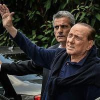 Berlusconi dimesso dopo l'intervento: