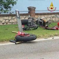 Lecco, tragico schianto tra amici mentre tornano a casa in moto: morti a 19 e 21 anni