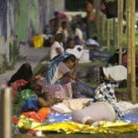 Milano, profughi accampati vicino alla stazione.