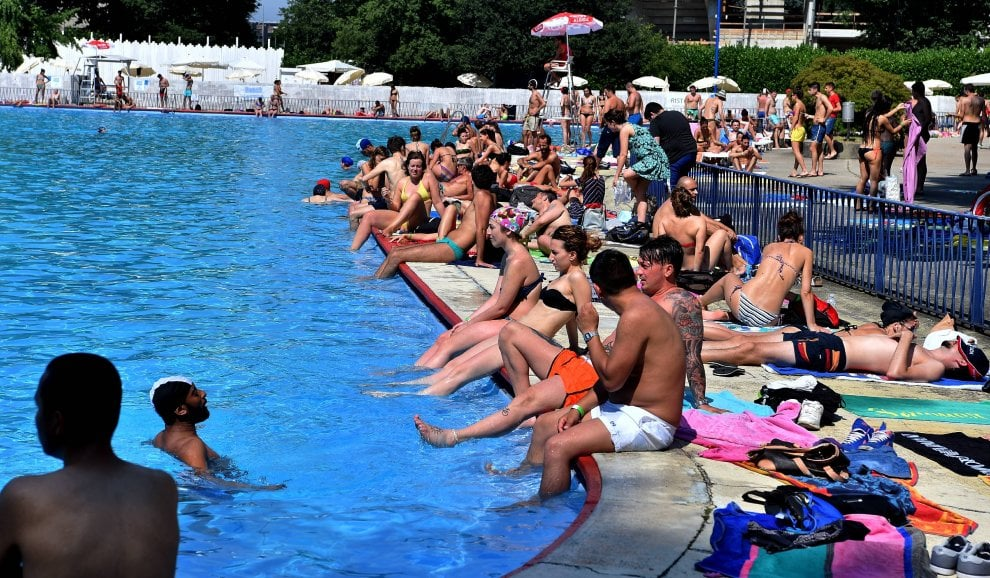 Milano in piscina o all 39 idroscalo fuga dal grande caldo - Piscine di milano ...