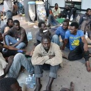 Migranti, emergenza alla stazione di Como: Svizzera chiude accesso di Chiasso