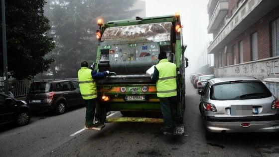 Milano, sondaggio su pulizia e raccolta rifiuti promuove il lavoro di Amsa: voto 7,5