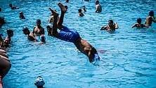 Weekend in piscina  tra tuffi e tintarella  per 12mila milanesi