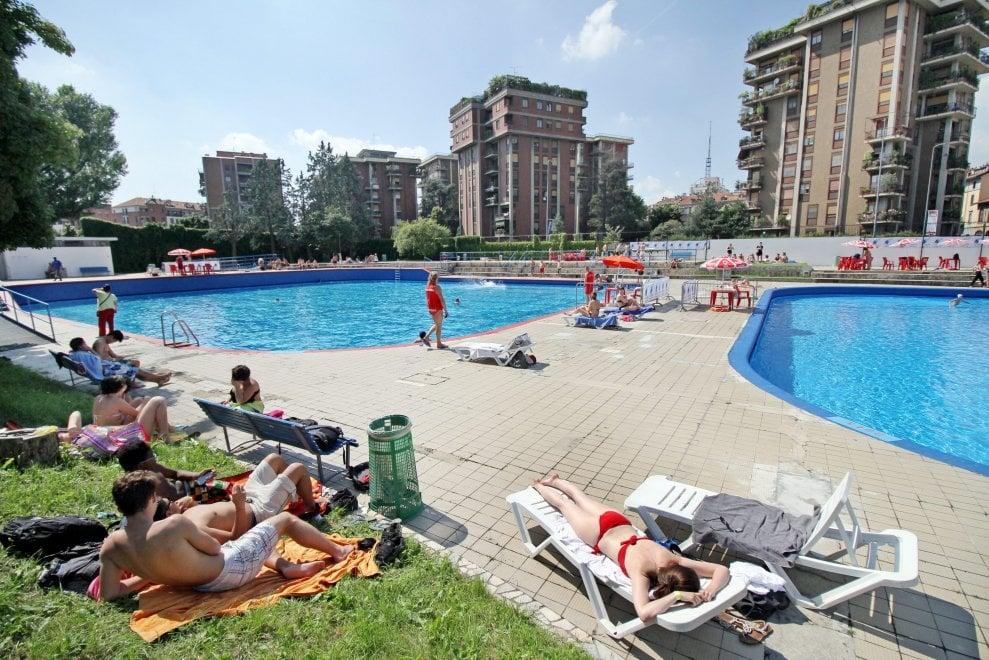 Weekend in piscina tra tuffi e tintarella per 12mila milanesi 1 di 1 milano - Piscina argelati ...
